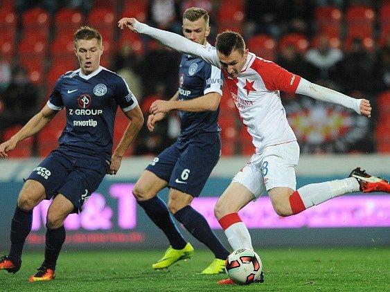 Jaromír Zmrhal střílí vítězný gól vutkání se Slováckem.