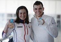 Biatlonoví medailisté z Pchjongčchangu. Bronzová Veronika Vítková a stříbrný Michal Krčmář po příletu z olympijských her.