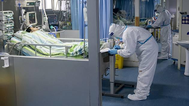 Jednotka intenzivní péče v nemocnici v čínském Wu-chanu na snímku z 24. ledna 2020