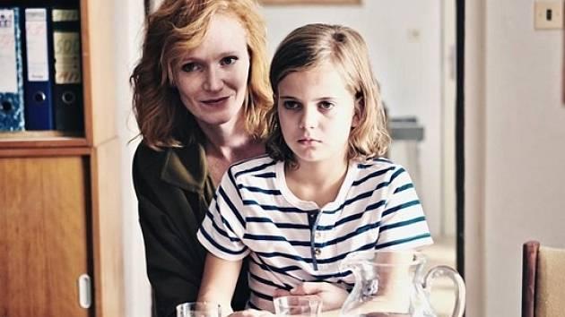 Vedle Anny Geislerové v roli Elišky se ve filmu objeví debutující Karolína Lipowská, která hraje její dcerku Anetku.