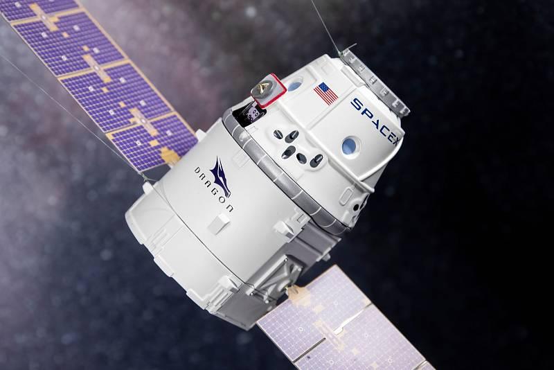 SpaceX Crew Dragon se připojuje k Mezinárodní vesmírné stanici