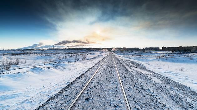 Sibiřská magistrála vybudovaná na věčně zmrzlé půdě, ilustrační foto