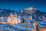Klasický pohled na historické město Salzburg s katedrálou