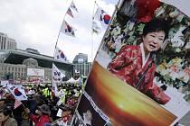 V Soulu demonstrovaly tisíce příznivců zatčené exprezidentky