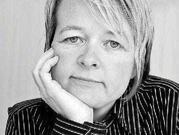 Sarah Watersová (nar. 1966) je důstojnou pokračovatelkou nejlepší tradice anglického románu.