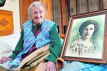 EMMA MORANOVÁ. Je nejstarším člověkem na světě. Do 75 let pracovala v textilní továrně. Nikdy nebyla v nemocnici.