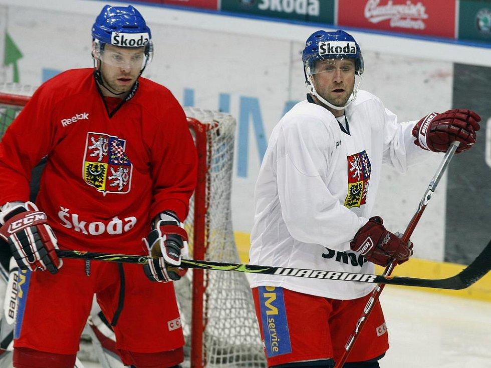 Josef Vašíček (vlevo) v souboji s Jaroslavem Bednářem.