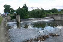 Jez na řece Desné u Šumperka, kde se 6. července 2009 utopili dva bezdomovci.