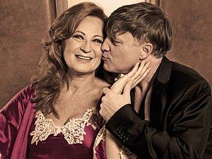 Simona Stašová a Michal Dlouhý se představí v hlavních rolích italské komedie o lásce s hořkou příchutí Vím, že víš, že vím…, kterou právě zkoušejí v Divadle ABC.