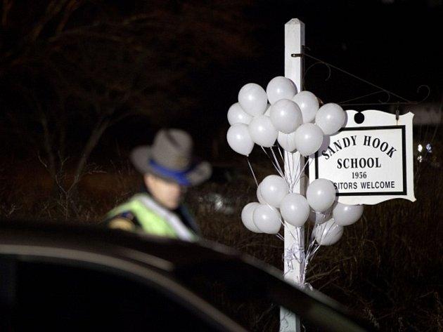 Střelba na základní škole v Newtownu na jihovýchodě Connecticutu v USA způsobila hrůzu.