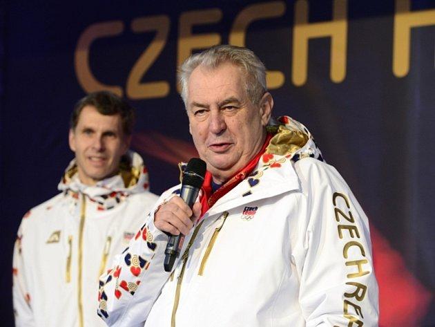 Prezident Miloš Zeman slavnostně otevřel Český olympijský dům v Soči. Vlevo je předseda ČOV Jiří Kejval.