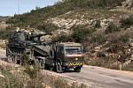 Turecká vojenská  technika mířící na hranice se Sýrií