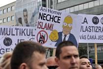 Několik tisíc zejména mladých lidí přišlo 20. června na Náměstí SNP v Bratislavě na demonstraci proti přílivu uprchlíků pod názvem Stop islamizaci Evropy.