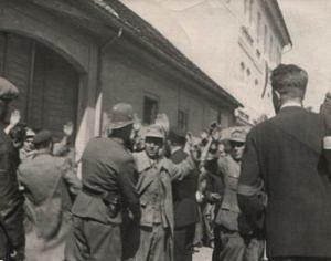 Odzbrojování německých vojáků v ulicích Zbraslavi