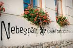 Hotel Nebespán na náměstí v Kašperských horách.
