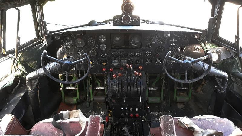 IL 14T. Kokpit nákladního letadla IL14T sovětské výroby, kam se můžete podívat za doprovodu majitele sbírky
