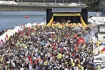 Na kurdské demonstraci v Kolíně nad Rýnem se sešlo 30.000 lidí