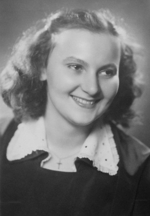 Květoslava Bartoňová, rozená Axmanová.