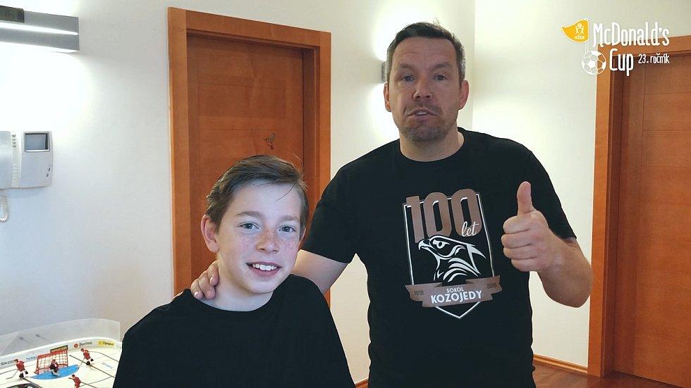 Pavel Horváth se svým synem hovoří o McDonald's Cupu