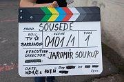 z natáčení seriálu Sousedě v režii TV Barrandov