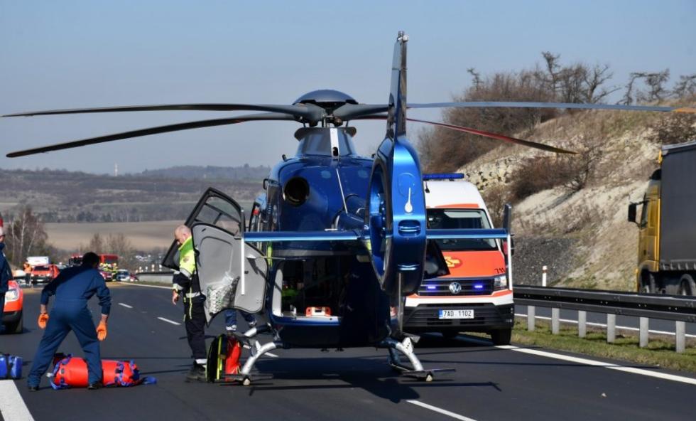 Na 15. kilometru D7 ve směru na Prahu došlo k vážné dopravní nehodě.