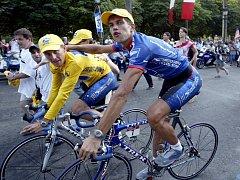 Lence Armstrong se vrací. Šestatřicetiletý Američan myslí návrat do profesionálního pelotonu vážně. V prohlášení se nechal slyšet, že by rád dosáhl na osmé vítězství ve slavné Tour de France.