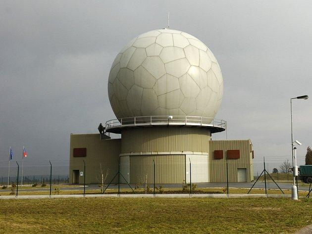 Cizí zpravodajské služby se na našem území snaží získat utajované informace týkajících se radaru v Brdech. Potvrdila to v pondělí i vojenská rozvědka