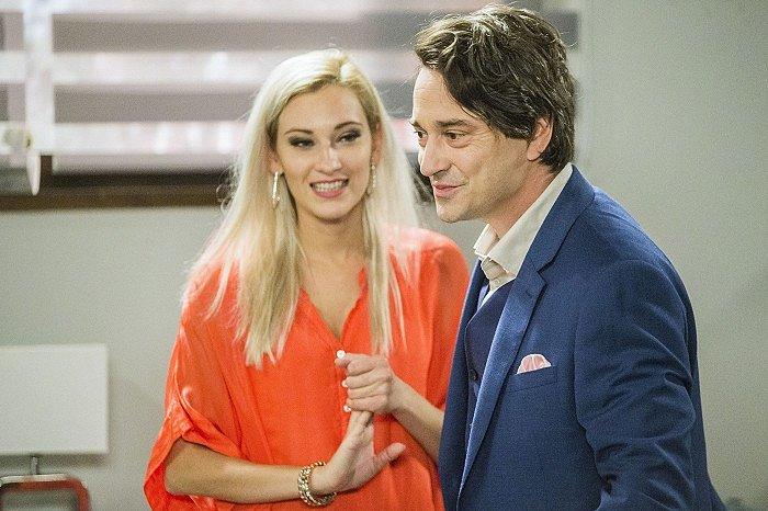 Barbora Jánová jako blondýnka Marylin v seriálu Ohnivý kuře, kde byl jejím partnerem Saša Rašilov.