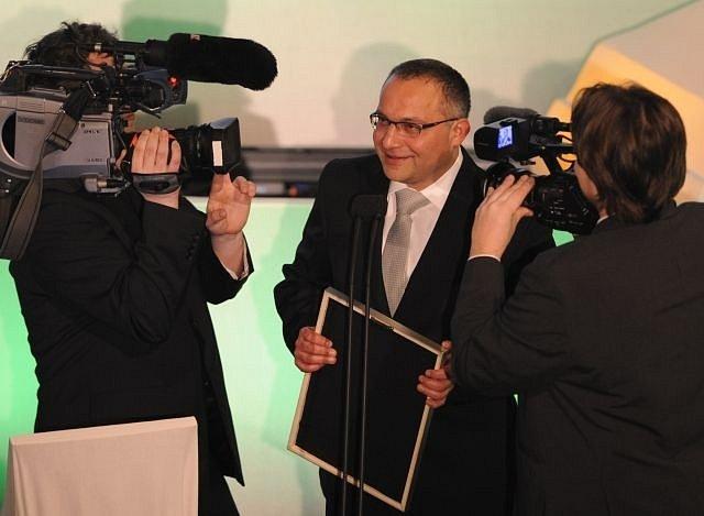 V pražském kině Lucerna se 2. února vyhlašovaly nominace dvacátého ročníku ceny Český lev. Členové České filmové a televizní akademie vybírali ze 30 celovečerních hraných snímků a 15 dokumentů, které měly v kinech premiéru v roce 2012. Režisér Vondráček