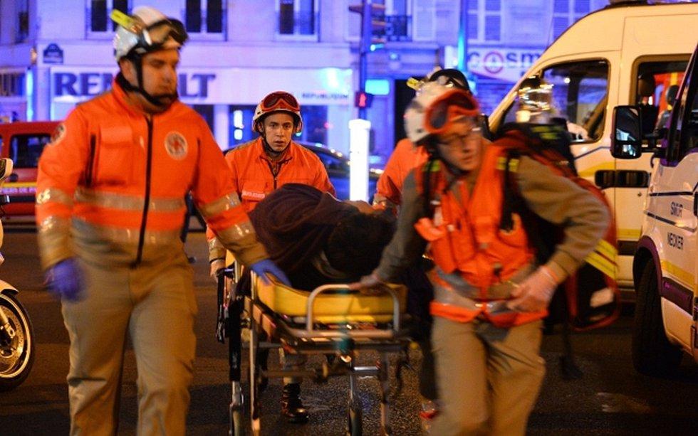 Počet zraněných je přinejmenším 125.