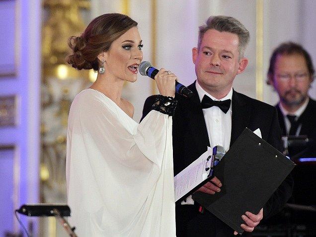 Moderátoři večera Andrea Verešová a Aleš Háma.