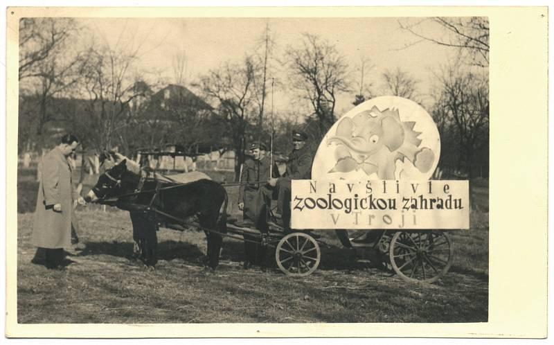 Jedna z prvních pojízdných reklam na pražskou zoo