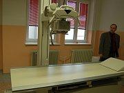 OPERACE PÁTEŘE. Neurochirurg Petr Vachata provádí unikátní operaci na klinice v Ústí.