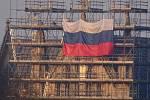 Na katedrálu v Salisbury někdo vyvěsil ruskou vlajku