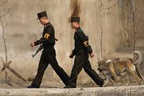 """KLDR od začátku tohoto století vykonala na 1400 veřejných poprav. Nejvyšší tresty severokorejský komunistický režim údajně uděluje i za takové """"zločiny"""", jako je sledování jihokorejských seriálů na DVD."""