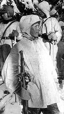 Legendou zimní války se stal odstřelovač Simo Häyhä, přezdívaný Bílá smrt