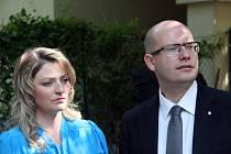 Premiér Bohuslav Sobotka oznámil odluku v manželství. Na snímku se svou ženou Olgou