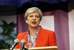 Theresa Mayová předčasnými volbami spíše ztratila