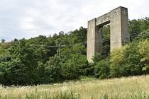 po stopách Hitlerovy dálnice - osamocený pilíř v Kníničkách