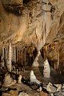 Nejbohatší krápníkovou výzdobu v ČR uvidíte v Javoříčských jeskyních