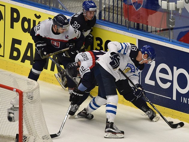 Finsko porazilo Slovensko, na snímku boj u mantinelu