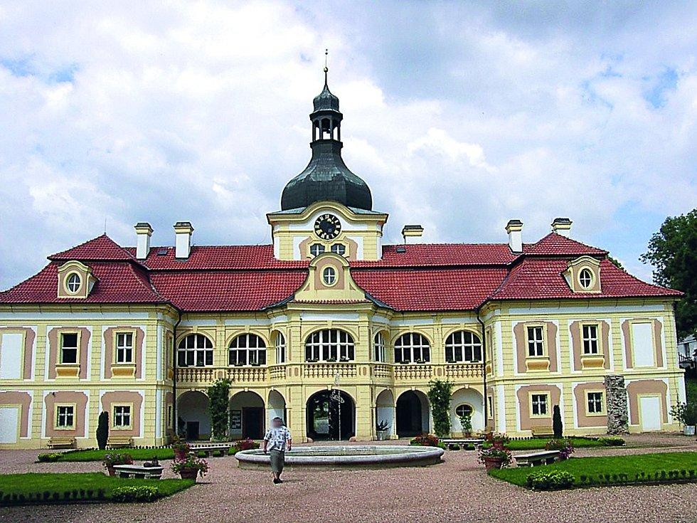 Zámek Nebílovy ve stejnojmenné obci je příkladem vídeňsky orientované barokní zámecké architektury.