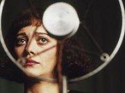 Soudný den:  Futuristický akční thriller z Velké Británie o snaze zachránit lidstvo před zhoubnou nákazou.