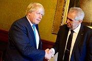 Britský ministr zahraničí a český prezident Miloš Zeman