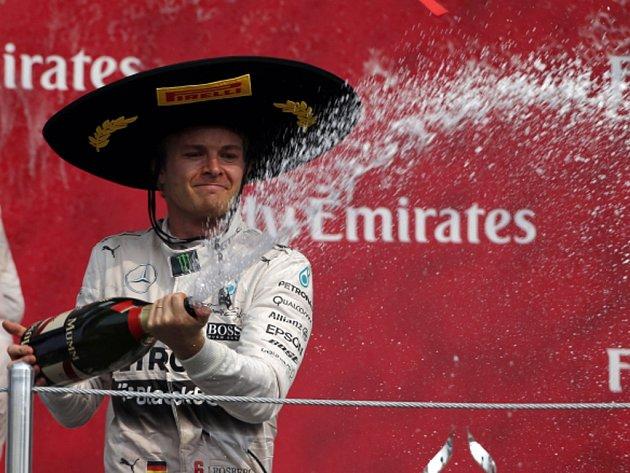 Nico Rosberg si užívá triumf ve Velké ceně Mexika.