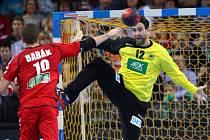 Tomáš Banák se snaží překonat brankáře Německa Silvia Heinevettera.
