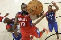 James Harden skóruje v Utkání hvězd NBA.