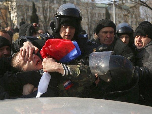 Střety s policií v Doněcku. Ilustrační foto