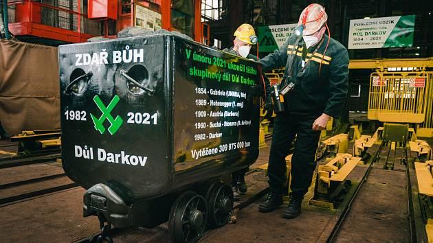 Poslední vozík s uhlím. Darkov se uzavírá.