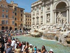 Fontána di Trevi v Římě.